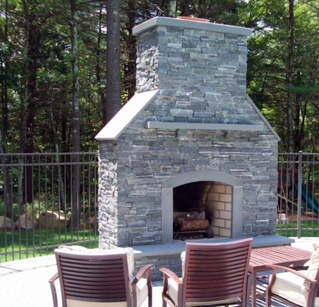 custom-masonry-project-stone-fireplace